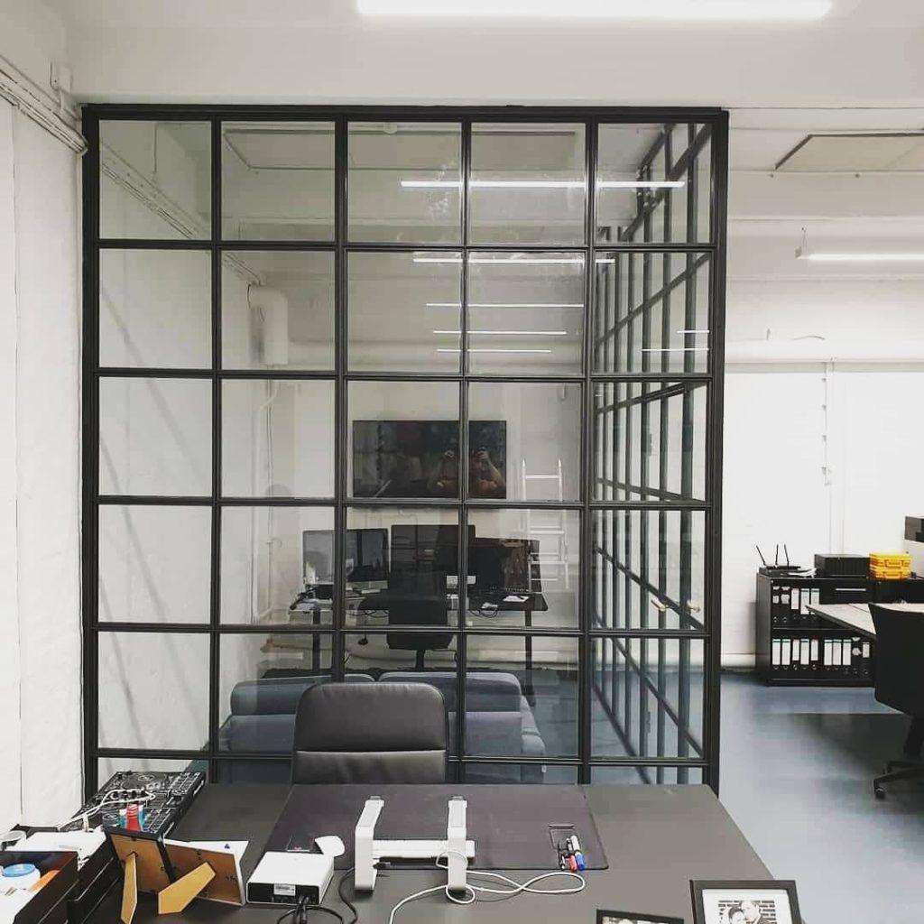 mødelokale-moedelokale-kontorlokale-kontor glasvæg-glasvæg-new yorker væg