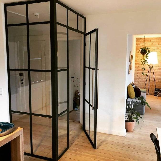 new yorker væg-glasvæg-skillevæg-indretningsstil-glasvæg stue